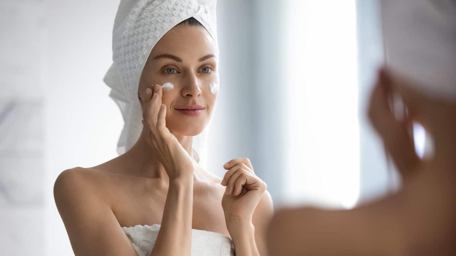 Best Skincare Products To Use With Light Therapy Revive Light Therapy